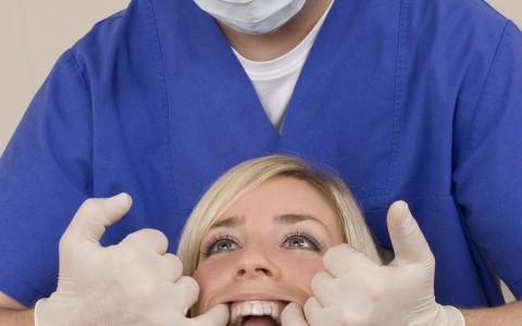 Oralchirurgie - halb so schlimm mit einer Vollnarkose Berlin